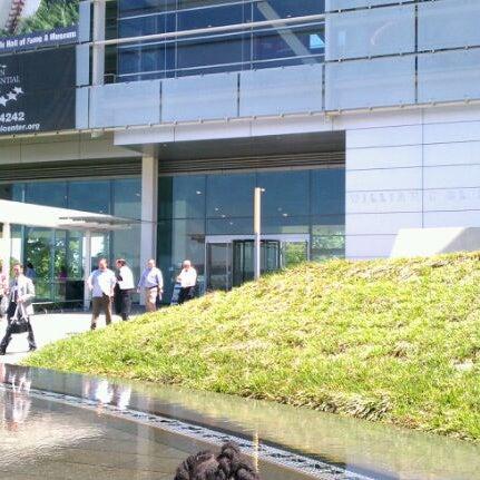 Foto tomada en William J. Clinton Presidential Center and Park por Milton T. el 4/18/2012