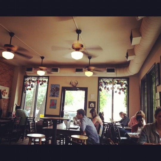 Foto tirada no(a) Big Bear Cafe por Matt U. em 5/5/2012