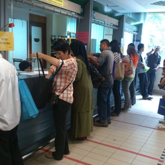 Photo taken at Jabatan Imigresen Malaysia by Zulkarnian C. on 9/3/2012