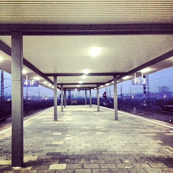 Photo taken at Duisburg Hauptbahnhof by Inkatsz on 3/28/2012