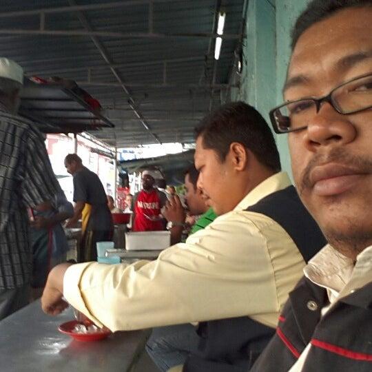 Photo taken at Roti Canai Transfer Rd. by Mohd Hissham M. on 6/29/2012