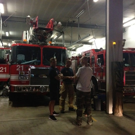 Photo taken at Firehouse Pacific Beach by Michel L. on 5/12/2012