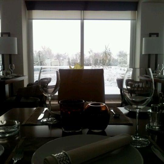 Снимок сделан в Shore House Lounge пользователем Heydar H. 2/5/2012