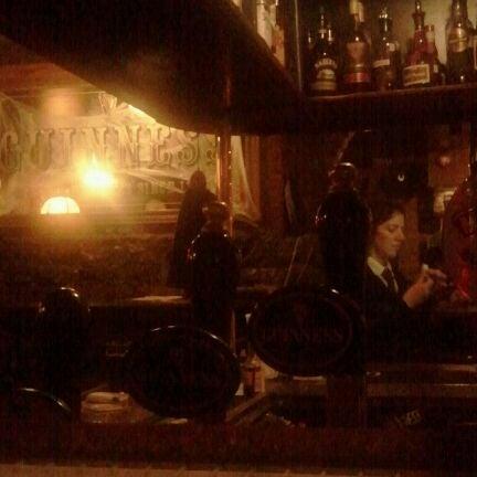 Foto tomada en Hurley's Irish Pub por Ley F. el 10/21/2011