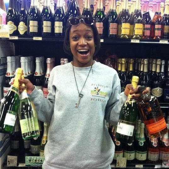 Foto tirada no(a) Argonaut Wine & Liquor por Ashley H. em 12/10/2011