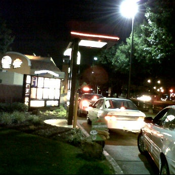 Photo taken at Taco Bell by Joseph Z. on 6/4/2011