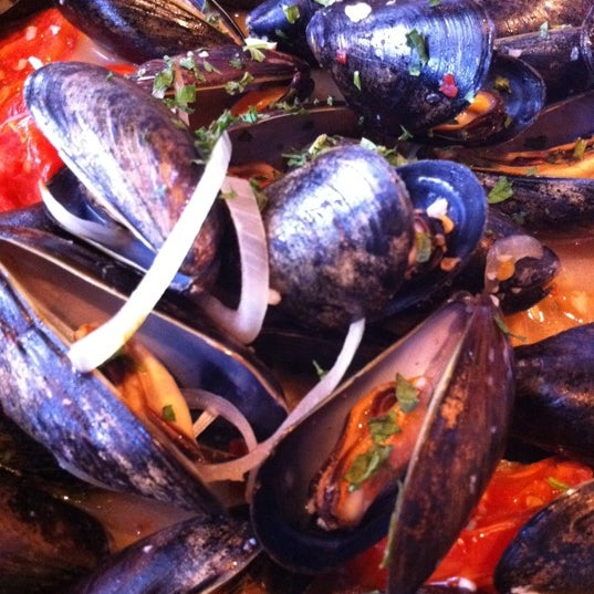 The pan-seared black mussels are the best!!