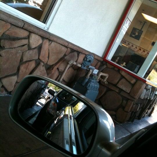 Foto diambil di In-N-Out Burger oleh Maria Cristina S. pada 8/25/2011
