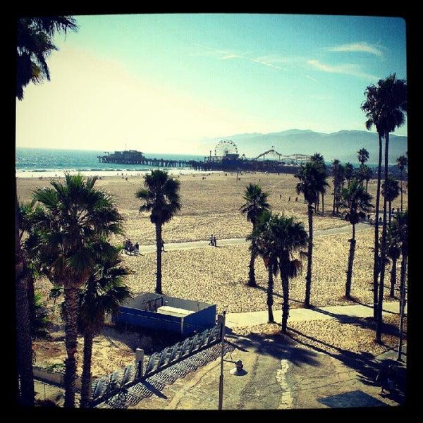 รูปภาพถ่ายที่ Casa Del Mar Hotel โดย Justin D. เมื่อ 9/8/2012