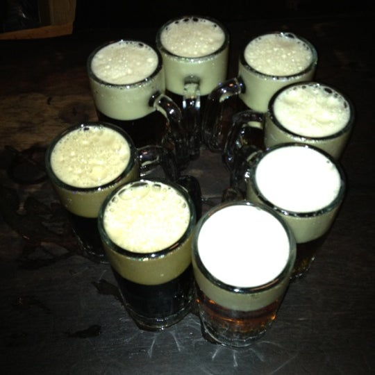 Photo prise au McSorley's Old Ale House par Mimi B. le12/13/2011