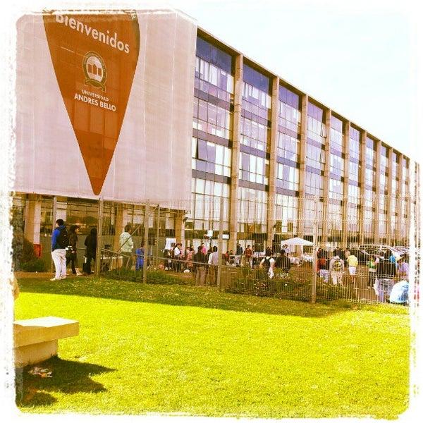 Foto tomada en Universidad Andrés Bello por Hugh H. el 9/13/2012