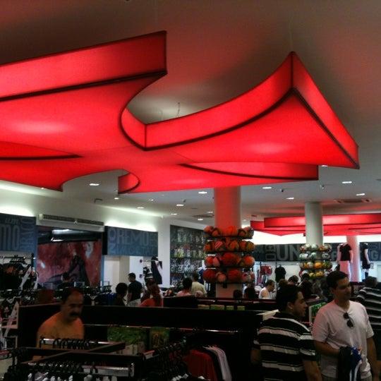 Foto tirada no(a) Mega Loja Gigante da Colina por Marcio M. em 2/4/2012