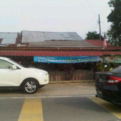Photo taken at Warung AJA Selera Kampung by Roshamidi R. on 8/1/2012
