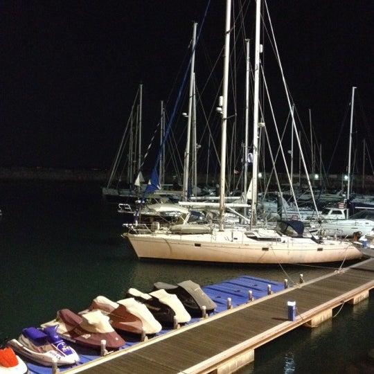 Foto tirada no(a) Porto de Recreio de Oeiras por C. T. em 8/31/2012
