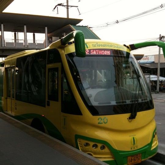 Photo taken at BRT วัดปริวาส (Wat Pariwat) by Tantai E. on 3/2/2011
