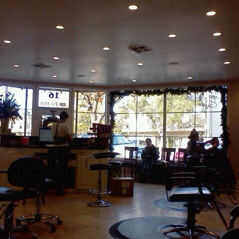 รูปภาพถ่ายที่ capelli salon โดย Erin p. เมื่อ 12/20/2011