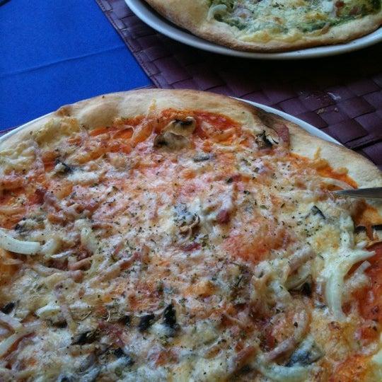 Foto tirada no(a) Restaurante Pizzería La Vela por Chema B. em 9/8/2011