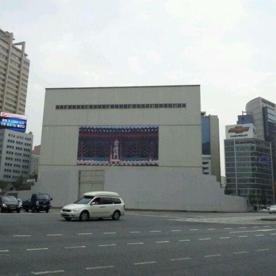 Photo taken at Sungnyemun by Bobby K. on 9/17/2011