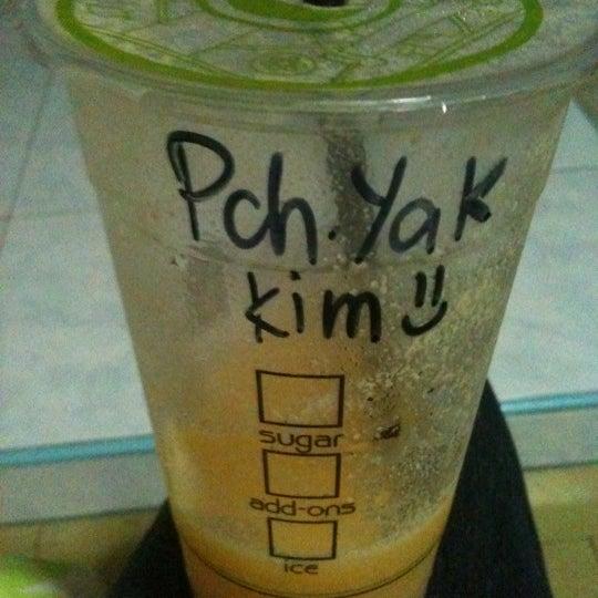 Photo taken at Moonleaf Tea Shop by Chu K. on 8/18/2012