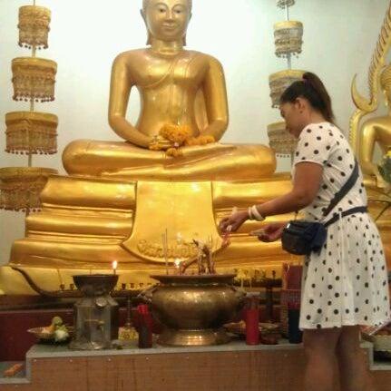 Photo taken at วัดหิรัญรูจีวรวิหาร (วัดน้อย) Wat Hiran Ruchi Worawihan (Wat Noi) by HonG S. on 6/4/2012