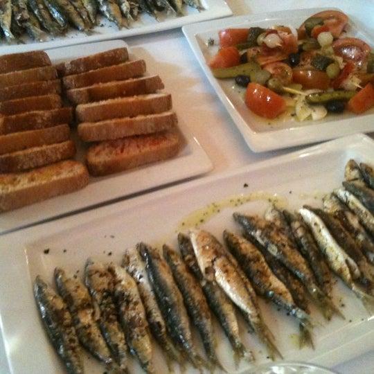 Foto tomada en Restaurant Balandra por Laura B. el 4/19/2012