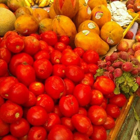 Foto diambil di Mercado Pino Suarez oleh Jesus O. pada 8/23/2012
