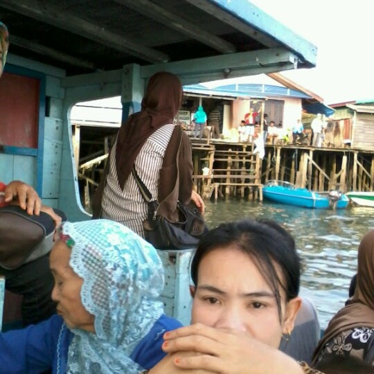 Photo taken at Pelabuhan speedboat kampung baru by Dien S. on 7/9/2012