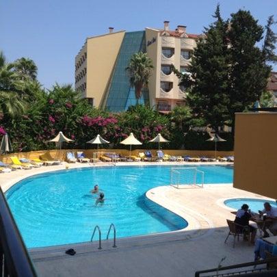 Foto scattata a Sinatra Hotel da Volkan A. il 8/16/2012