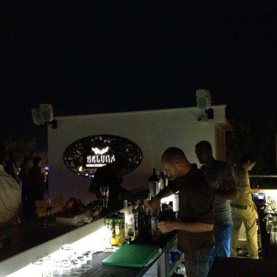 Foto diambil di Beluga Bar Karma Sky Lounge oleh Mahmut G. pada 5/4/2012
