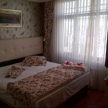 Foto diambil di Angel's Home Hotel oleh Andie A. pada 5/19/2012