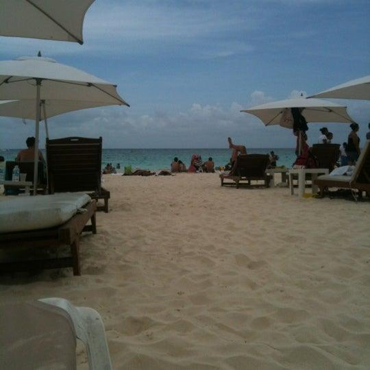 Foto tomada en Kool Beach Club por Paola C. el 7/16/2012
