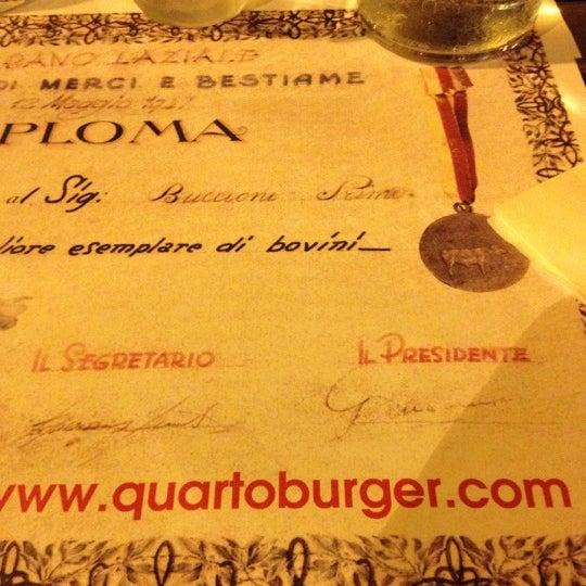 Foto scattata a QUARTO Burger & Drinks da Marcella F. il 8/30/2012