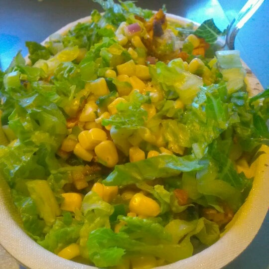 Photo taken at Chipotle Mexican Grill by Raymond H. on 6/10/2012