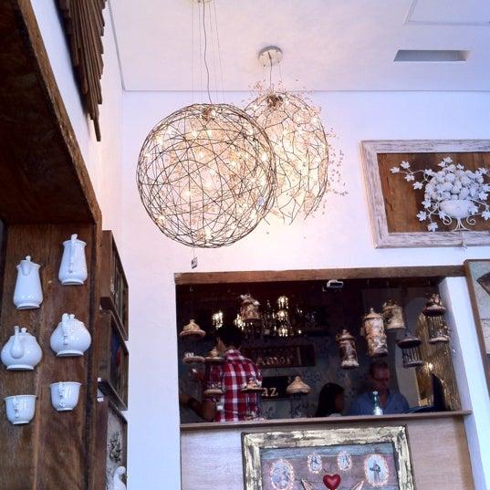 Foto tirada no(a) Florbela Café por Cleber L. em 9/9/2012