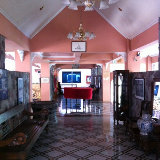 Photo taken at Horseshoe Point by Phanu P. on 7/23/2012