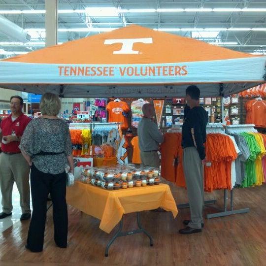 Photo taken at Walmart Supercenter by Jason L. on 10/12/2011