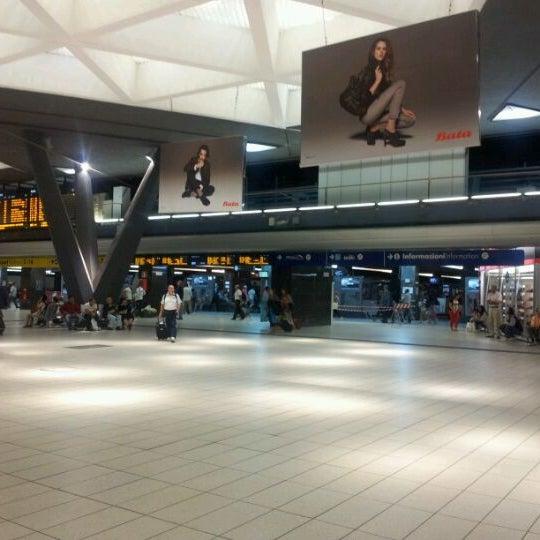 Photo taken at Napoli Centrale Railway Station (INP) by Ryota I. on 9/20/2011