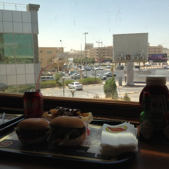 Photo taken at Fatburger by N👀ra on 6/25/2012