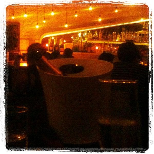 Foto tirada no(a) Meza Bar por Mariana S. em 4/22/2012