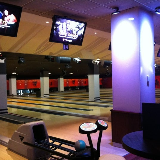 Frames Bowling Lounge - Bowling Alley in New York