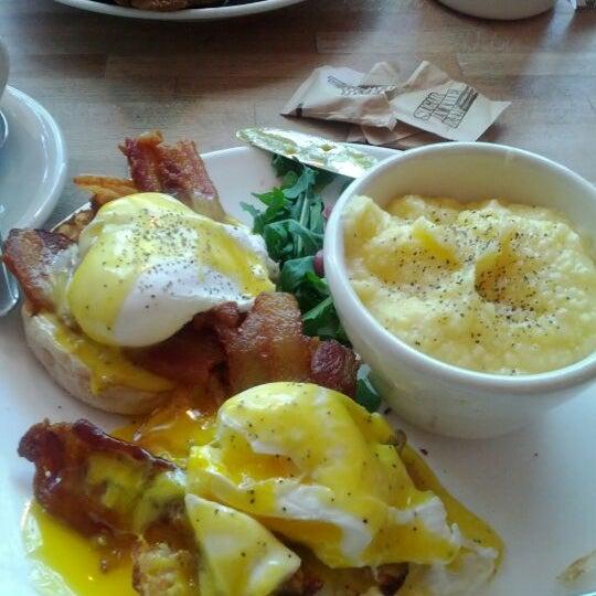 Photo taken at Peaches Restaurant by Joyceann G. on 5/19/2012