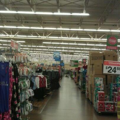 Снимок сделан в Walmart Supercenter пользователем Andre L. 12/3/2011