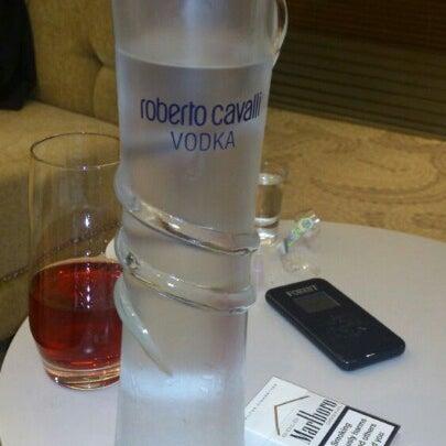 Снимок сделан в Shore House Lounge пользователем Cem A. 9/4/2012