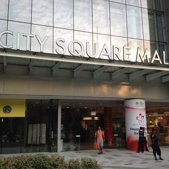 Photo taken at City Square Mall by Chua Chuen Loy 蔡春来 on 8/11/2012