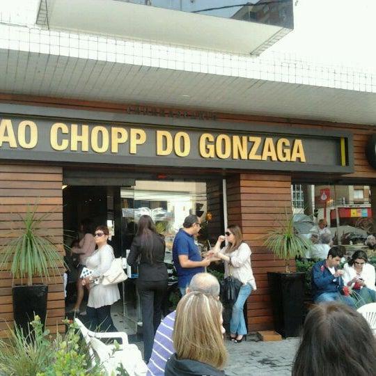 Foto tirada no(a) Ao Chopp do Gonzaga por Marcio V. em 9/7/2011
