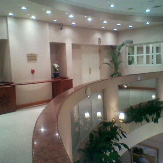 Foto tomada en InterTower Hotel por Patricia R. el 10/3/2011