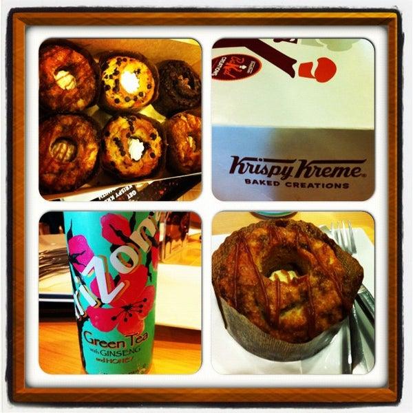 Photo taken at Krispy Kreme by Bojoi on 9/2/2012