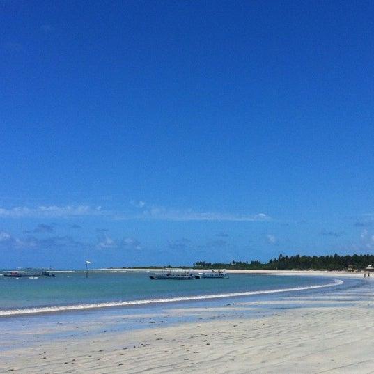 Foto tirada no(a) Praia de Paripueira por Luciano S. em 3/28/2012