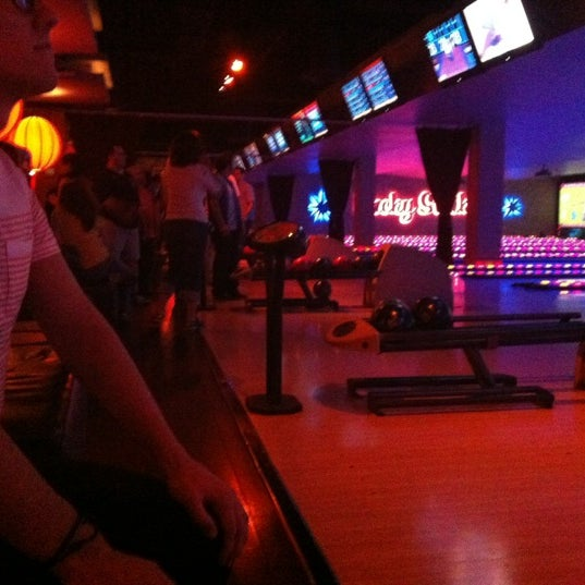 Photo taken at Lucky Strike New York by Yosef Y. on 6/27/2012