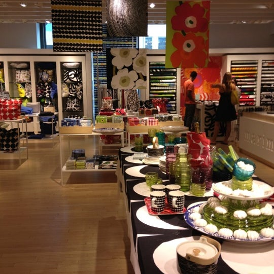 Photo taken at Crate and Barrel by Jay Y. on 7/15/2012